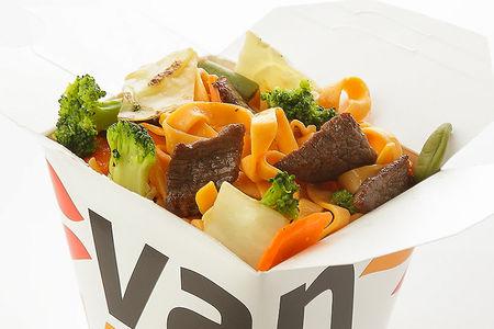 Вок японский удон с говядиной и брокколи в соусе Сайгон