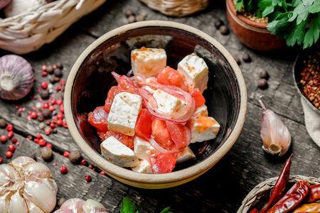 Томаты с имеретинским сыром и аджикой