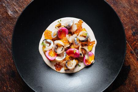 Салат с маринованной скумбрией
