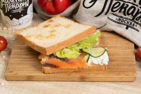 Сендвич с семгой слабосоленой