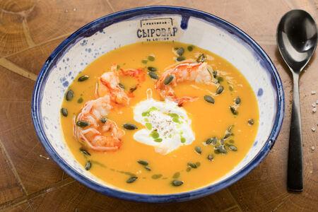 Тыквенный суп со страчателлой и креветками