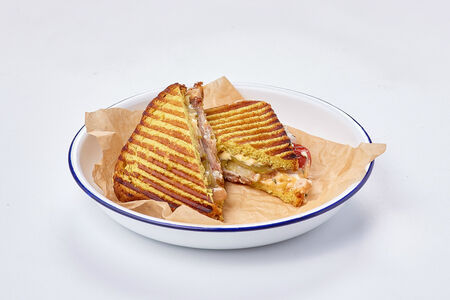 Сэндвич с бужениной и белой фасолью