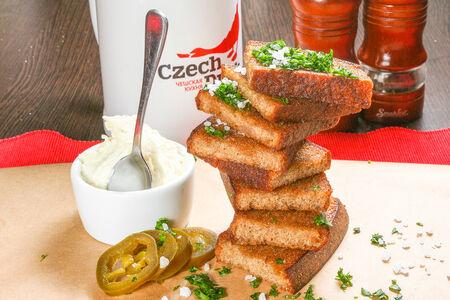 Топинки чешские с чесноком и сырным соусом