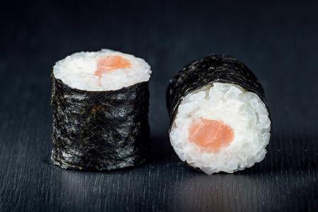 Ролл Маки с лососем и сыром