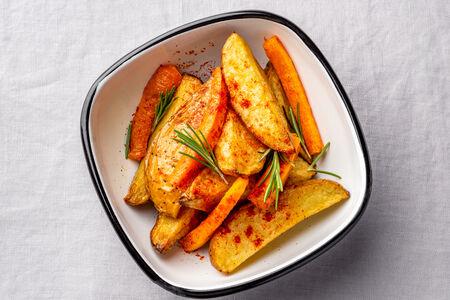 Картофель с морковью и розмарином