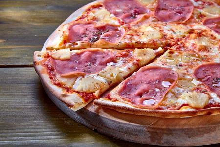 Пицца Ветчина и ананас