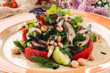 Салат с белой фасоли