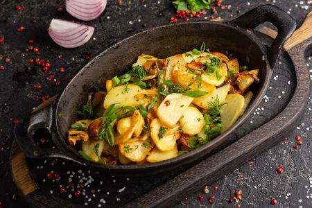 Картофель с грибами и зеленью