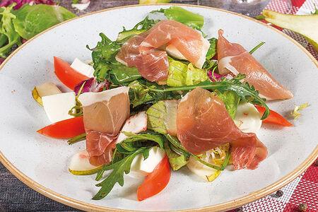 Салат с пармской ветчиной и грушей
