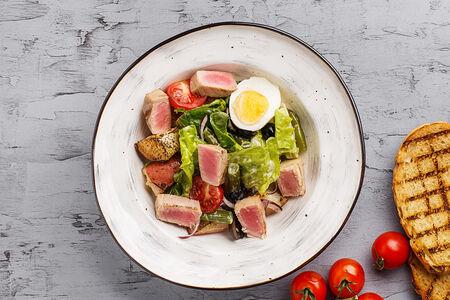 Фермерский салат с тунцом-гриль