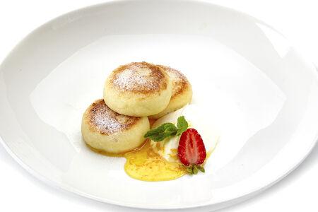 Сырники со сметаной и цитрусовым медом