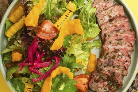 Стейк салат с тостадо