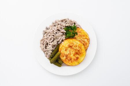 Томленая говядина в сливочном соусе с картофельными драниками