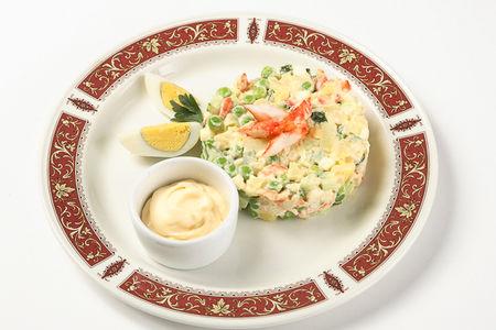 Русский салат с камчатским крабом