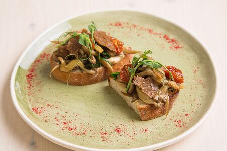 Брускетта с грибами cooked