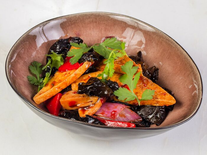 Жареный тофу с овощами