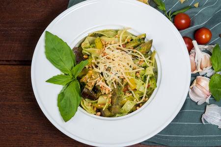 Феттучини с овощами и соусом Песто
