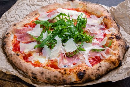 Пицца Наполи Парма с рукколой