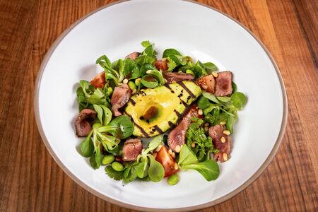 Салат с теплым ростбифом