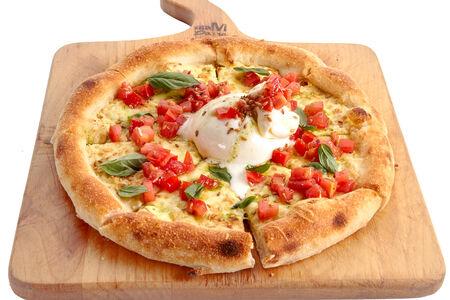 Неополитанская пицца с Бураттой и томатами