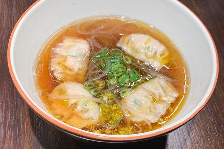 Суп со стеклянной лапшой и вонтонами