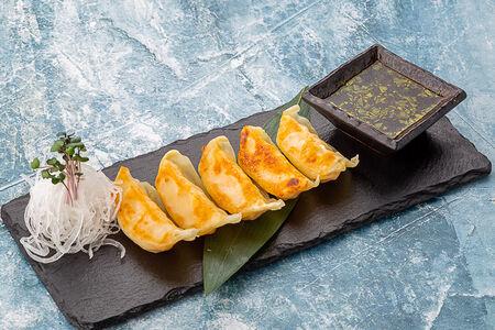 Жареные гедза с креветками