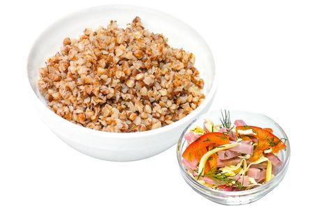 Каша гречневая с ветчиной, сыром и помидорами