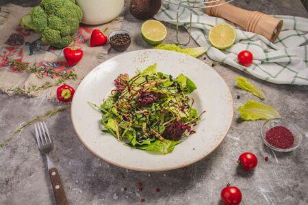 Зеленый салат с куриным филе