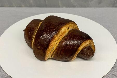Круассан с шоколадной начинкой