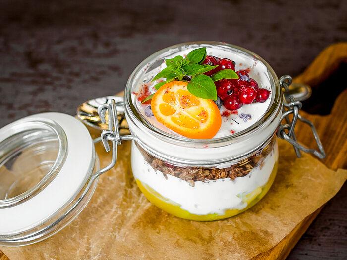 Обезжиренный йогурт с гранолой