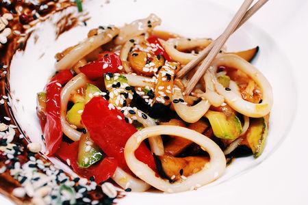 Кальмар с овощами