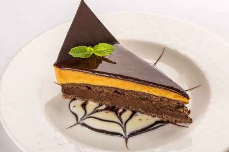 Торт Шоколадный с соленой карамелью
