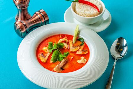 Суп Том ян