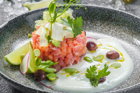 Тартар из тунца с арбузом