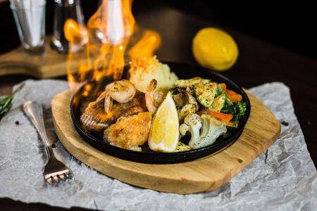Фламбе Пикша, красная рыба, креветки