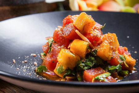 Тартар из тунца и манго