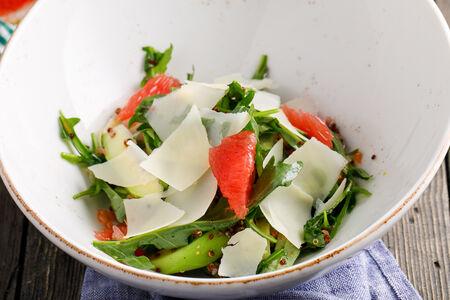 Цитрусовый салат с авокадо и киноа