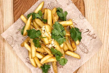 Картофель фри с кинзой и чесноком