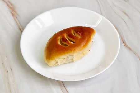 Пирожок с картошкой и жареным луком