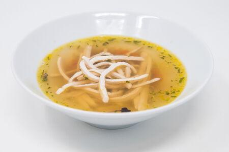 Бульон со спагетти су-вид из цыпленка и цукини