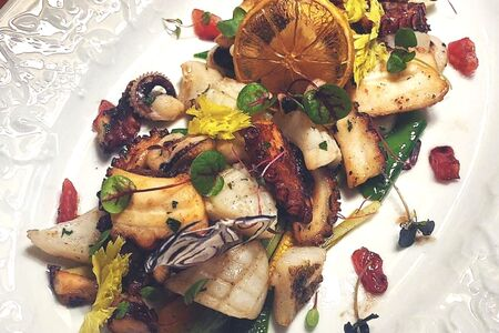 Каракатица, осьминог и овощи