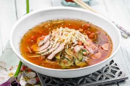Корейский суп Кукси с телятиной