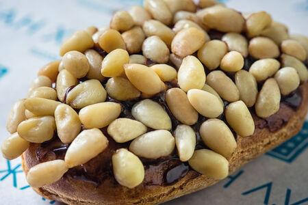 Сырный эклер с кедровым орехом