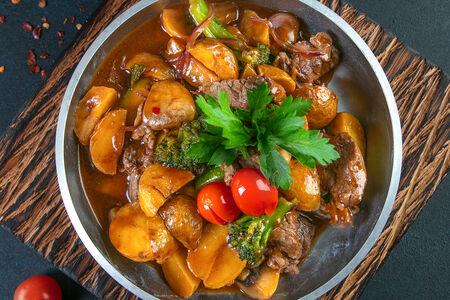 Жареха из говядины и овощей