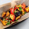 Фото к позиции меню Салат с томатами и хрустящим баклажаном
