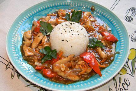 Цыплёнок в кисло-сладком соусе с рисом