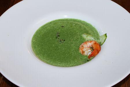 Крем-суп из шпината с креветкой