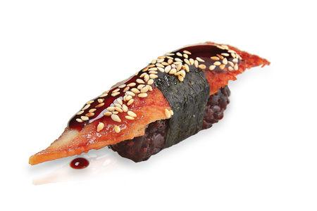 Суши черный рис угорь копченый
