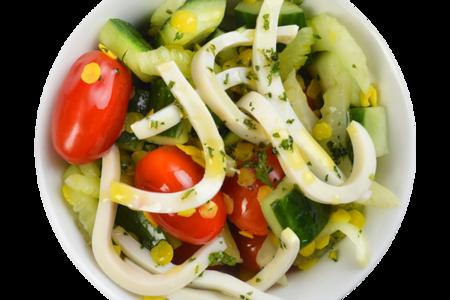 Салат Капри с кальмаром и овощами