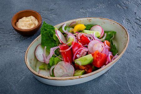 Из свежих овощей с майонезом